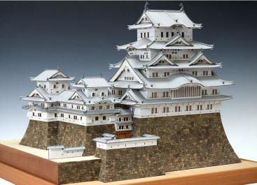 "Its appearance is beautiful, the whole wall is made of white plaster, and Himeji Castle like White Heron 's flying figure is another name ""White Heron Castle""."